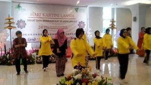 sehat bermanfaat bersama gerakan relawan lansia Indonesia