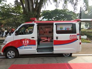 Penyerahan ambulans mini ICU Daihatsu