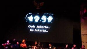 Nyanyi lagu-lagu nostalgia Koes Plus dan Panbers bareng TPB